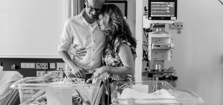 Vera (31) wint prijs met ontroerende foto: ouders zien vroeggeboren tweeling voor het eerst naast elkaar