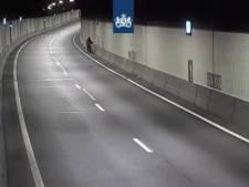 Politie haalt opnieuw wandelaar uit Beneluxtunnel
