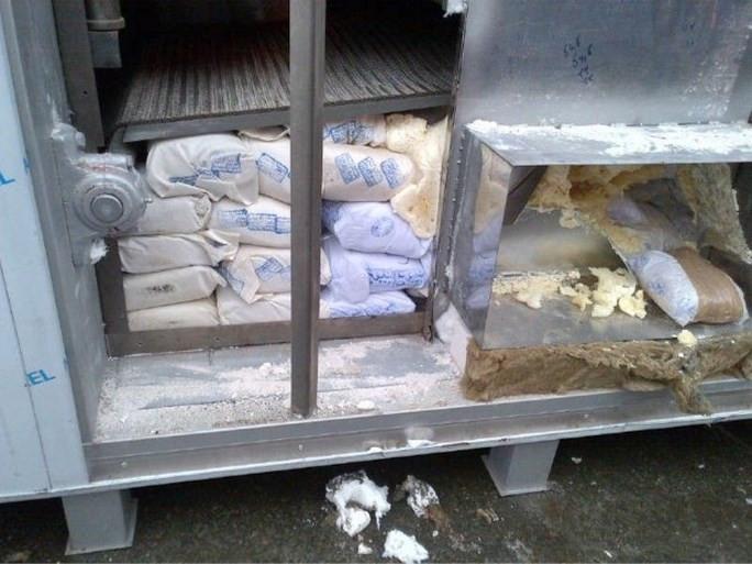 De politie in Antwerpen vond 1100 kilo heroïne, verstopt in bakovens die uit Iran kwamen. In België was het een recordvangst.