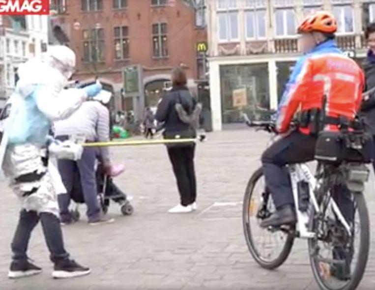 1 meter afstand, zelfs van de politie