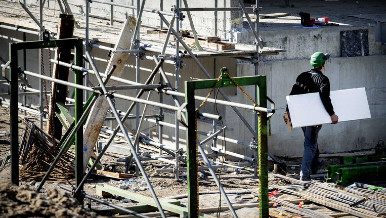 De bouwsector profiteert van de instroom van asielzoekers, aldus het EIB. Beeld ANP