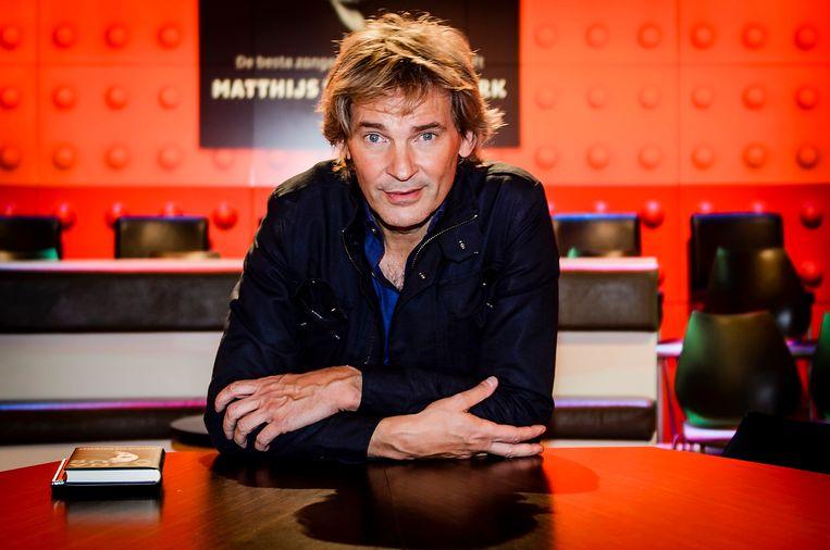 Matthijs besloot na lang wikken en wegen toch bij de zender NPO te blijven.