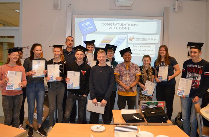 De pechvogels van het Elzendaalcollege in Gennep hebben alsnog hun Anglia-certificaat ontvangen.