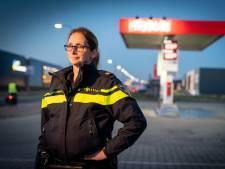 Wijkagente Jessica gaat vriendelijk de criminaliteit te lijf op geplaagd bedrijventerrein in Elst