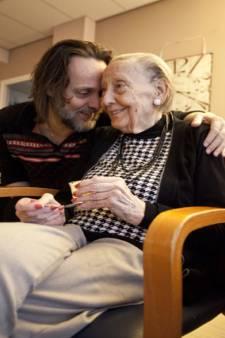 Moeder (89) van auteur Hugo Borst overleden