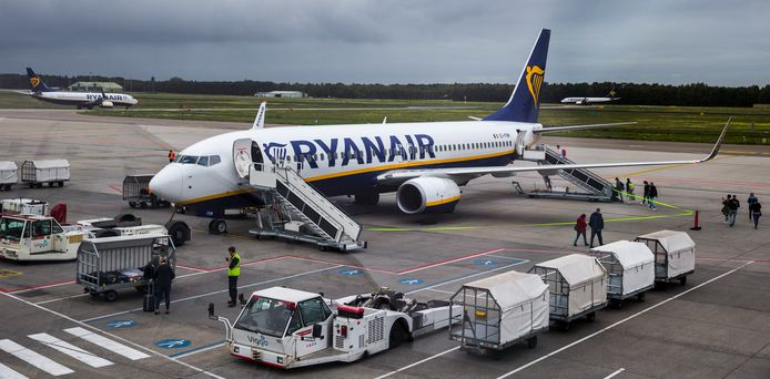 Een Ryanairtoestel op Eindhoven Airport. De Ierse maatschappij wil ook graag vanaf Lelystad vliegeb.