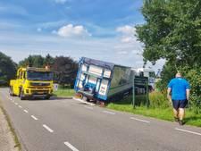 Vrachtwagen vol aardappels dreigde te kantelen in Loon op Zand