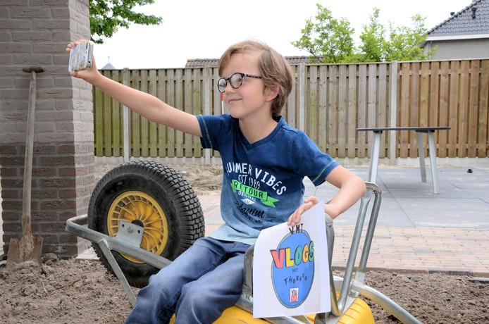 Thorben van der Sande (8) uit Haaren maakt vlogs over zijn leven.
