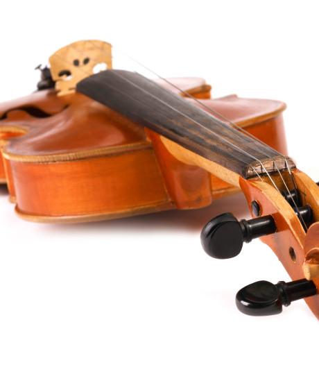 Perfect spelende violist kluistert aan de snaren in Mendelssohns vioolconcert
