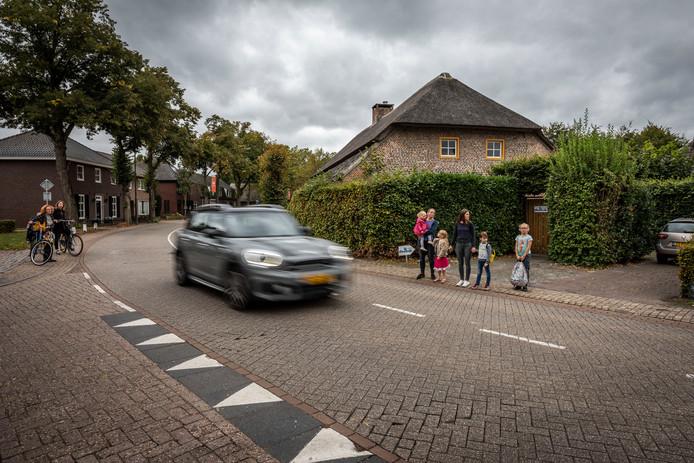 De oostrikkerstraat in Leende gaat op de schop.