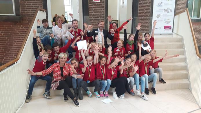 De Raad van Kinderen met onder andere prinses Laurentien (bijna links op eerste rij) bij Essent in Den Bosch.