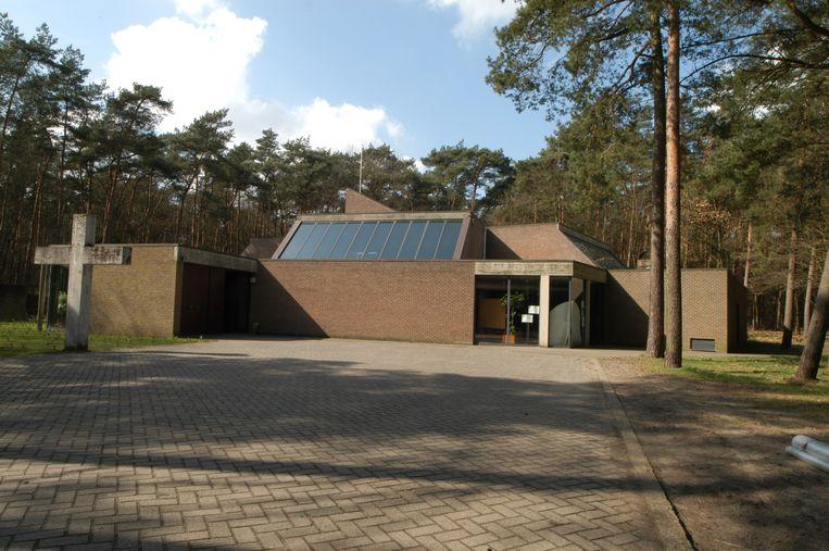 De Sint-Pauluskerk aan de Antwerpsesteenweg in Westmalle is aan renovatie toe.