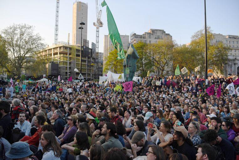 'We love you', riep het publiek Greta Thunberg toe in Londen.