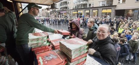 New York Pizza in Nijverdal heeft smaak te pakken en geeft opnieuw gratis pizza's weg