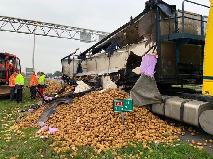 De A1 ligt bezaaid met aardappels