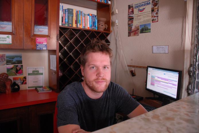 Stijn Couwenberg, zoon van SSTM-voorzitter FransCouwenberg, bij de receptie van zijn hostal La Buena Onda.