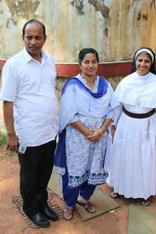 Pastor Thomas Fonds steunt Indiase kinderen met leerachterstand vanuit Salland en Vechtdal