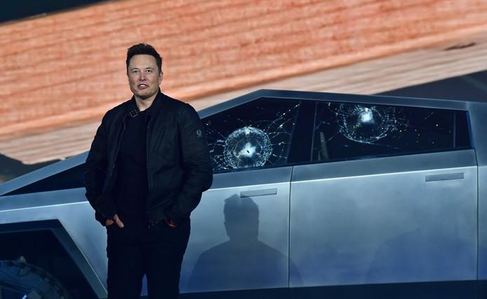 Elon Musk a fait le show pour prouver la solidité de son nouveau modèle.