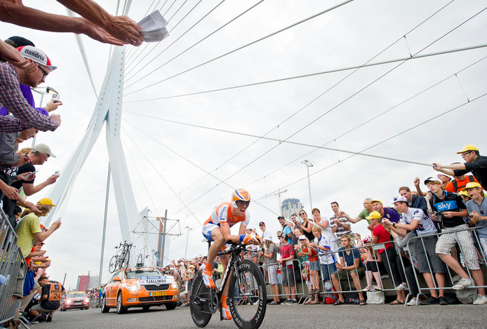 De proloog van de Tour de France over de Erasmusbrug in 2010.