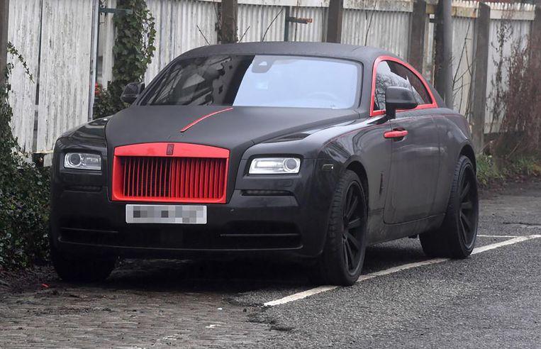 Lukaku rijdt voortaan rond in een zwart-rode Rolls Royce.