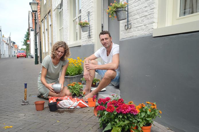 Janneke Ruitenbeek (links) en Joep Jol maken het thuis graag gezellig, maar ze vinden het ook leuk om er in de omgeving op uit te trekken.