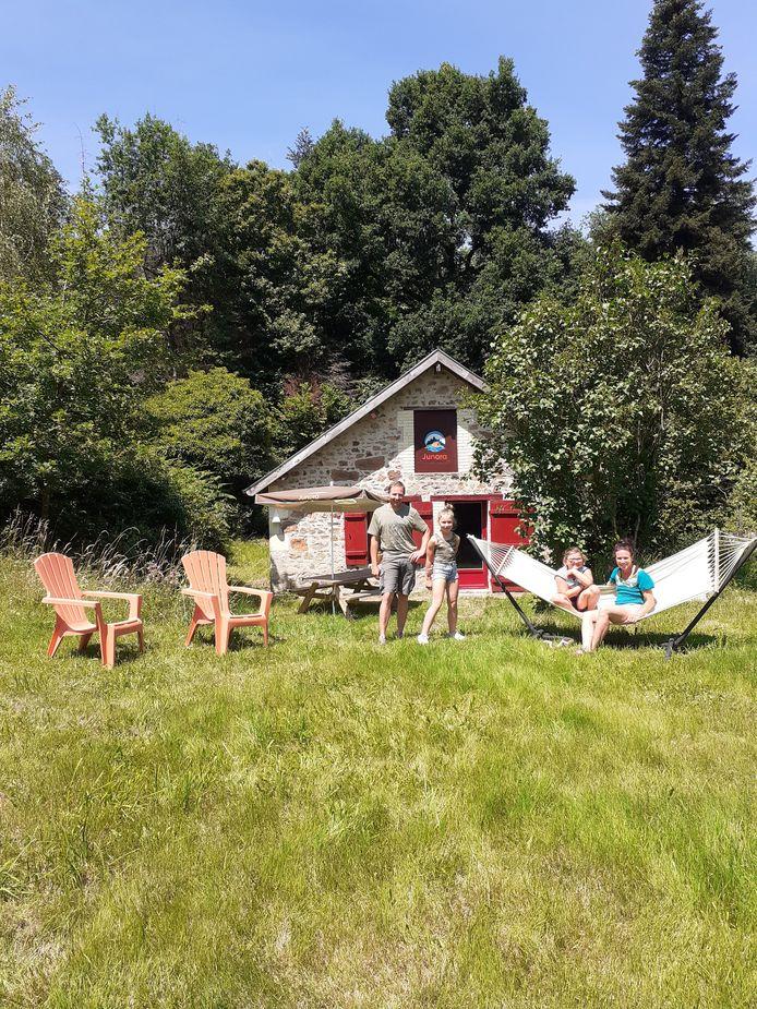 De Hengelose familie Vermeulen op hun camping Junora in het Franse Eymoutiers. Vlnr Vincent, Nora, Madelon en June.