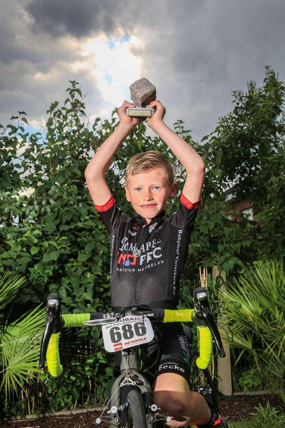 Amper zeven jaar is Zico Verstraete uit Kuurne, maar hij heeft nu al Parijs-Roubaix gewonnen.
