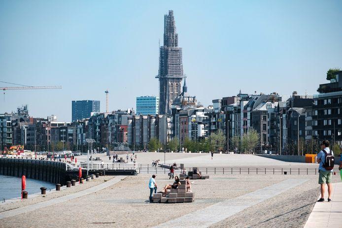 Het eerste heraangelegde stuk Scheldekaaien. Volgens Groen zou de verhoging van de waterkering in Antwerpen kunnen tekortschieten bij een versnellende klimaatcrisis.