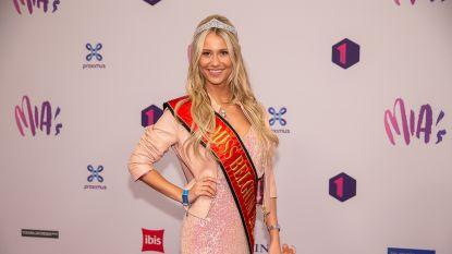 """Oma van Miss België Celine Van Ouytsel besmet met coronavirus: """"We zitten hulpeloos thuis"""""""