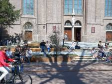 Banken voor Lambertusbasiliek in Hengelo al volop  in gebruik