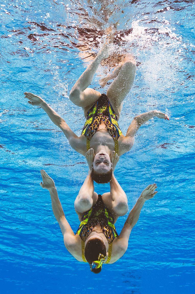 Synchroonzwemsters Noortje en Bregje de Brouwer maakten al gebruik van de faciliteiten in Zeist.  Beeld François-Xavier Marit / AFP