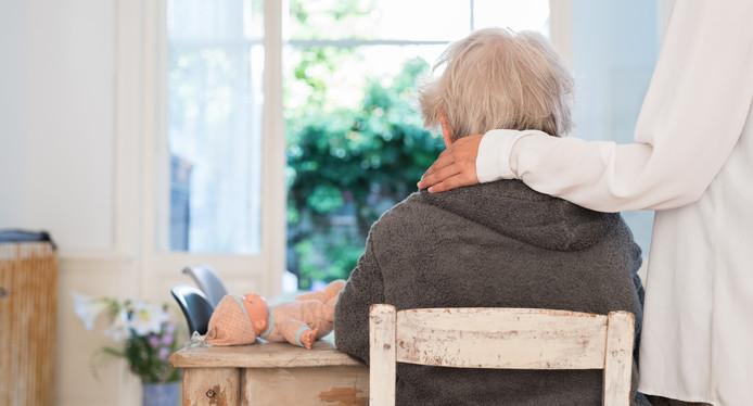 De mantelzorgers met suïcidale gedachten voelen zich vaker dan hun lotgenoten ongelukkig en eenzaam. Ze ervaren minder steun van familie en meer gezondheidsproblemen.