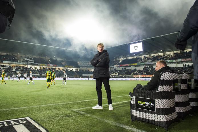 Fons Groenendijk tijdens zijn laatste wedstrijd als trainer van ADO.