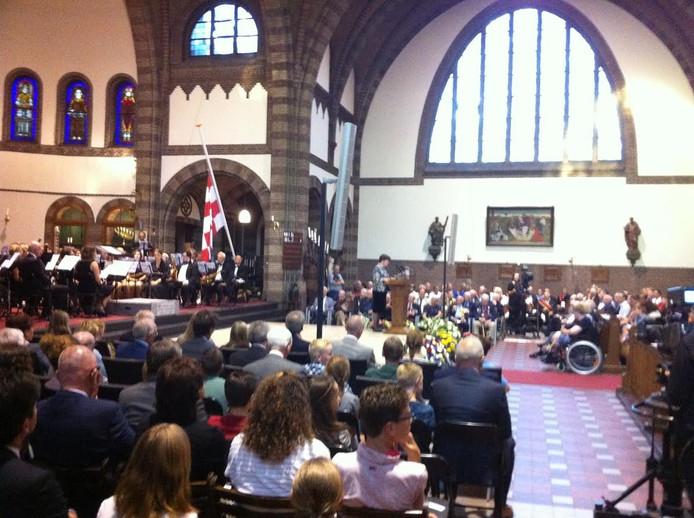 Een volle Willibrorduskerk in Waalre op het moment van de provinciale dodenherdenking.