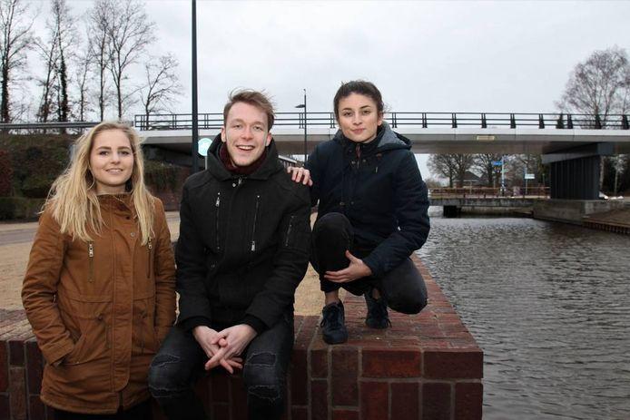 Lynn Kleinlugtenbeld, Thijs Mars en Karijn Lodewijks (vlnr) hebben plannen voor een Gay Pride in Lemelerveld.