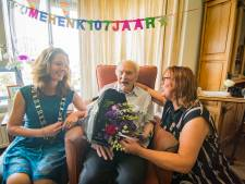 Houtenaar Henk Agterberg viert 107de verjaardag: 'Je hebt het zelf niet in de hand'