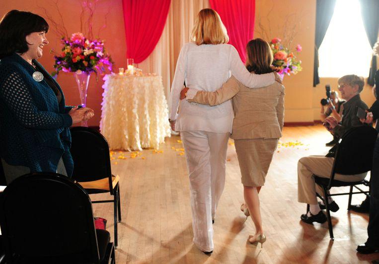 Twee vrouwen trouwen meteen na de uitspraak van de rechter in Oregon
