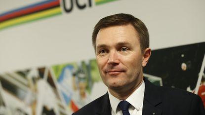 """UCI-voorzitter wil af van oortjes in de koers: """"Ze maken het wielrennen steriel"""""""