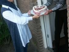Buren bakken voor elkaar op Burendag in Wierden