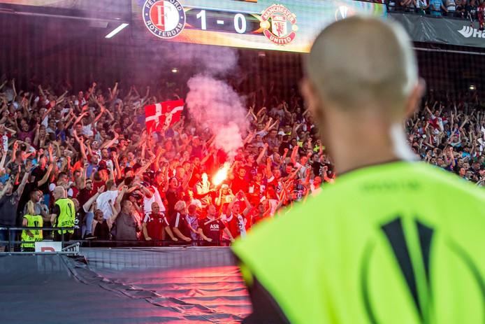 Supporters van Feyenoord vieren de zege van 1-0 op ManUnited, vorig jaar.