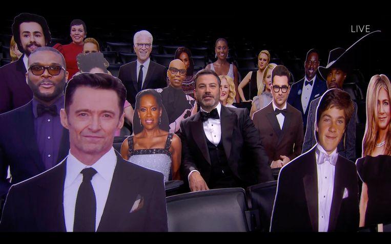 Vanwege het coronavirus was het publiek tijdens de uitreiking van karton. Jimmy Kimmel (midden) presenteerde de show. Beeld Hollandse Hoogte / AFP