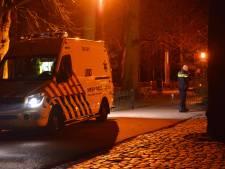Gemaskerde autodieven steken bestuurder met mes en gaan er met zijn voertuig vandoor in Breda