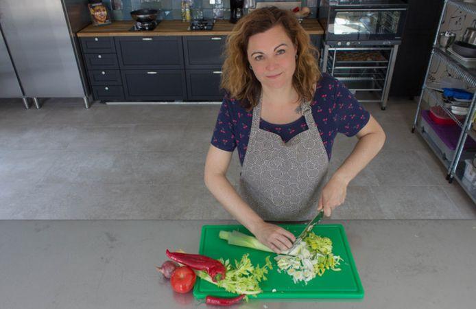 Elke vrijdag bereidt Marjolein Poel uit Mijnsheerenland maaltijden vanuit haar eigen kookstudio.