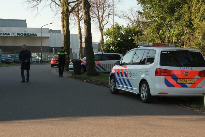 De politie onderzoekt een woningoverval in Helmond