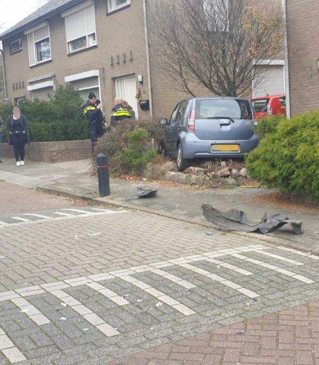 Automobiliste wordt onwel en rijdt in Groesbeek tuin in