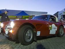 36e editie Hellendoorn Rally van start met bijzondere auto's