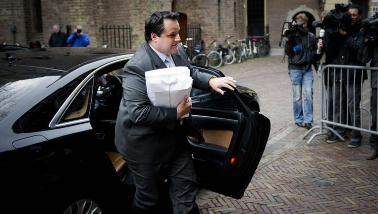 Minister Jan Kees de Jager (Financiën) arriveert op het Binnenhof voor de extra ingelaste ministerraad. Beeld ANP