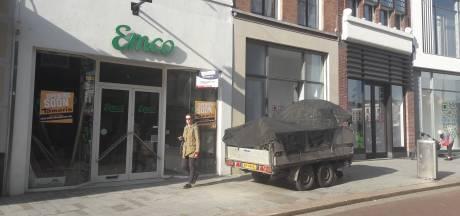 Straatbeeld: Schoenenwinkel Tamaris naar pand Emco