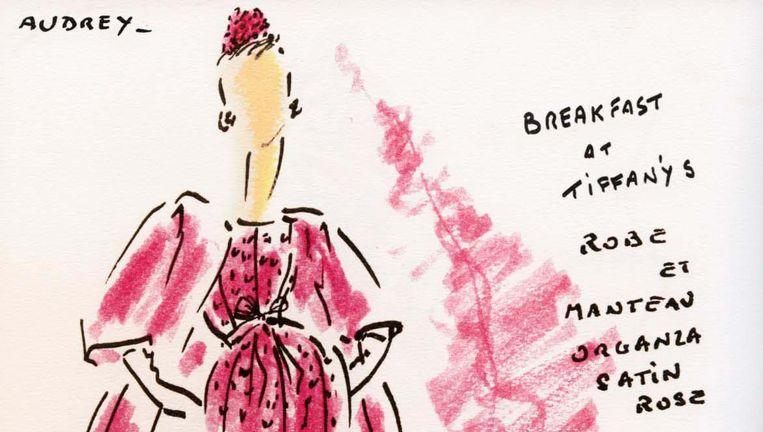 Tekening door Hubert de Givenchy van Audrey Hepburn; hieronder de robe manteau uit Breakfast at Tiffany`s. Beeld null