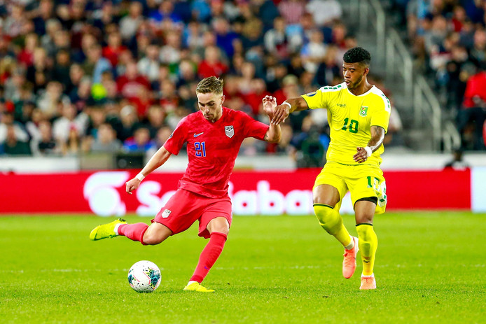 Tyler Boyd (l) maakte tegen Guyana' Amerika's duizendste interlandgoal.